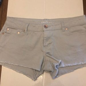 Grey denim frayed shorts
